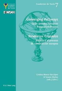 Converging Pathways / Itinerarios Cruzados