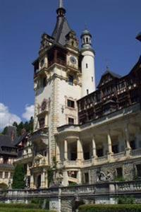 Peles Castle Near Sinaia Romania Journal: 150 Page Lined Notebook/Diary