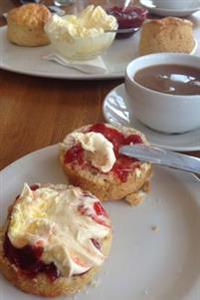 A Delicious Scone with Jam and Clotted Cream Tea Journal: 150 Page Lined Notebook/Diary