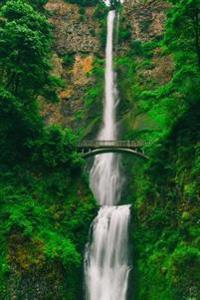 Breathtaking Summer View of Multnomah Falls Oregon USA Journal: 150 Page Lined Notebook/Diary